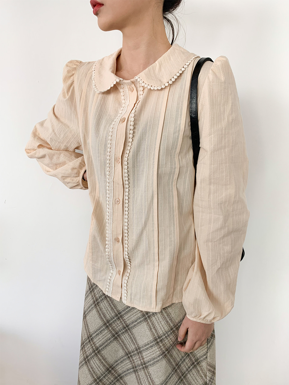 round collar pin tuck blouse(2color)